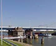 Lasdampafzuiging voor aanpassing Harmsenbrug bij Brielle.